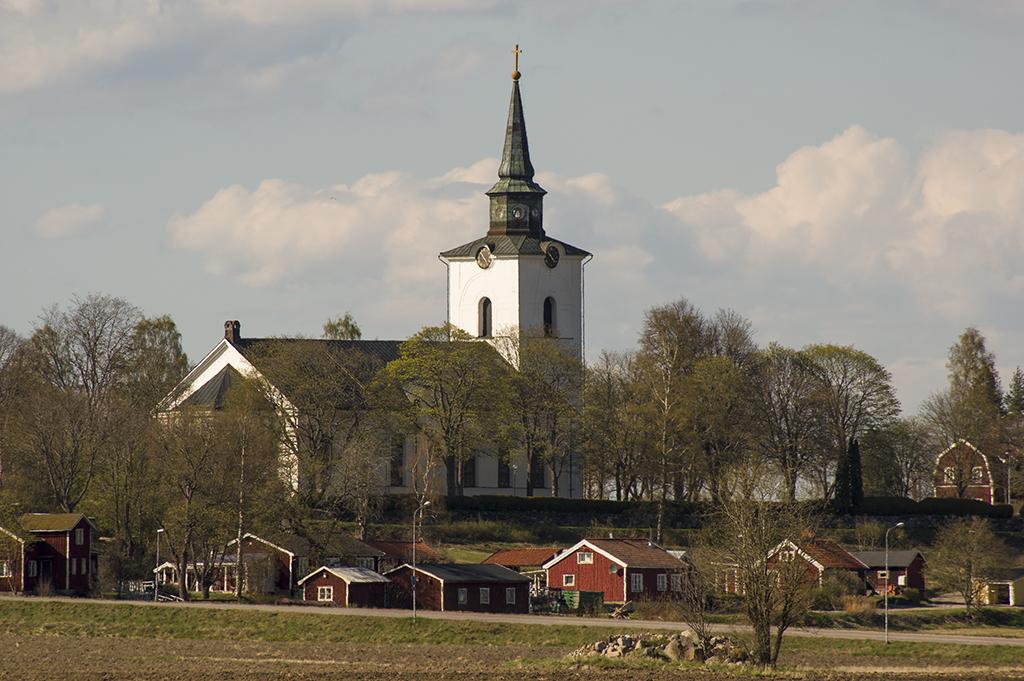 Hille kyrka en vårdag