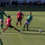 Tomas Fernandez Gonzalez sträcker ut en fot